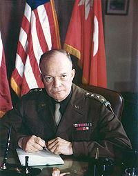 Nouvelles ensoleillées de Francovie - Page 3 200px-Dwight_D_Eisenhower